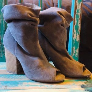 Chinese laundry tan Suede booties Peep Toe 9 M